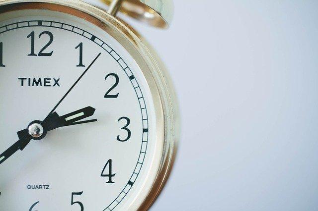 9 to 5 clock